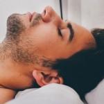 無呼吸症候群の原因は肥満、アルコール、対策法は枕?マウスピース?
